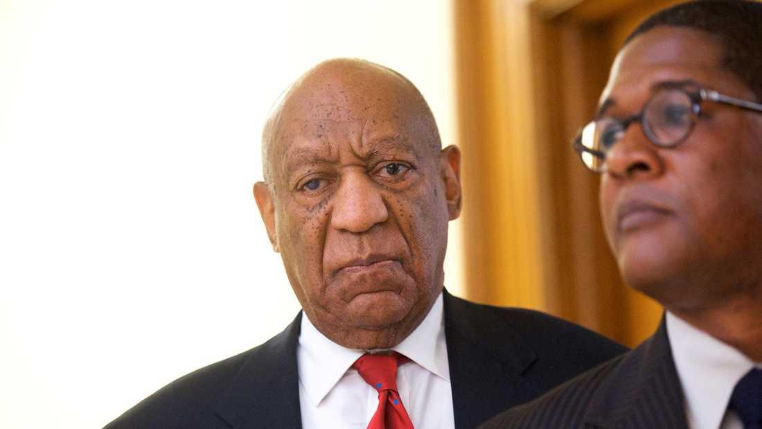 Bill Cosby får höra domen mot honom i räten under torsdagen.