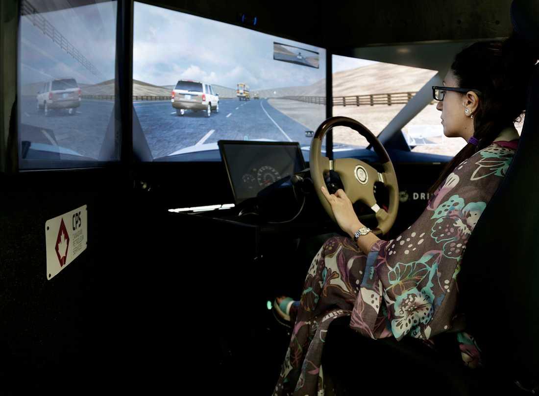 I en simulator kan man köra säkert, både små och stora fordon.