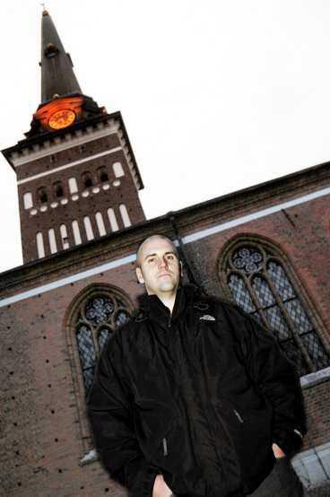Tjänade 6 600 kronor Thomas Törnqvist i Västerås gjorde ett klipp när han gick ut ur kyrkan. I och med att han begärde utträde förra året så tjänade han 6 600 kronor.