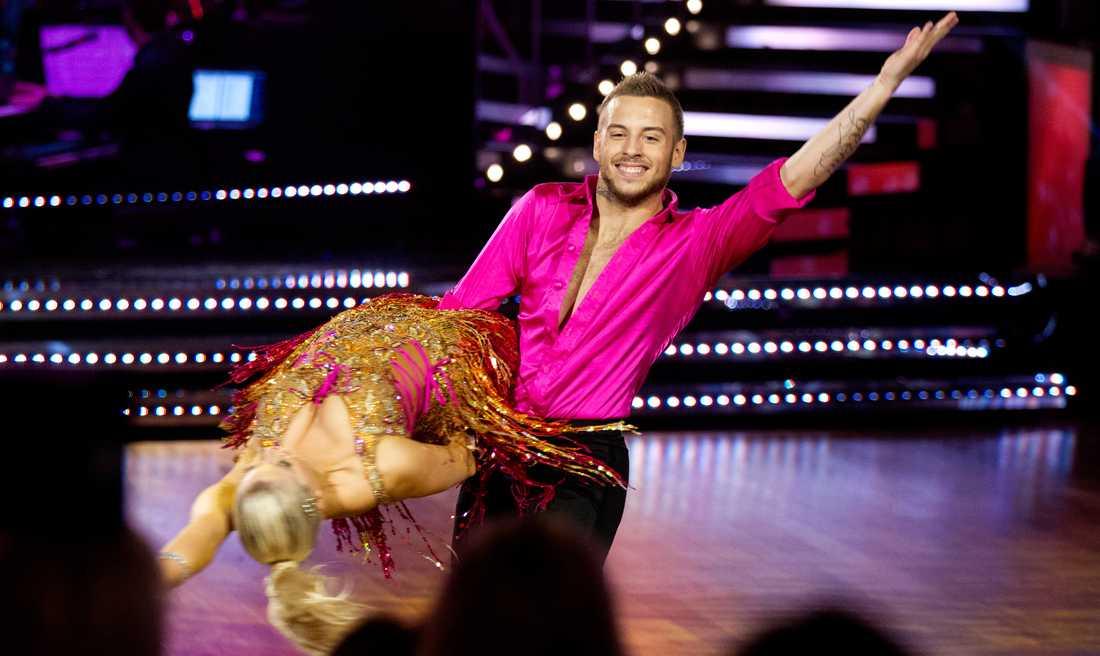POPULÄRA Under sändningen dansade Anton Hysén och Sigrid Bernson sina lurviga under samban. Och i Nöjesbladets mätning är paret de stora stjärnorna i programmet, med över 70 procent av läsarnas röster.