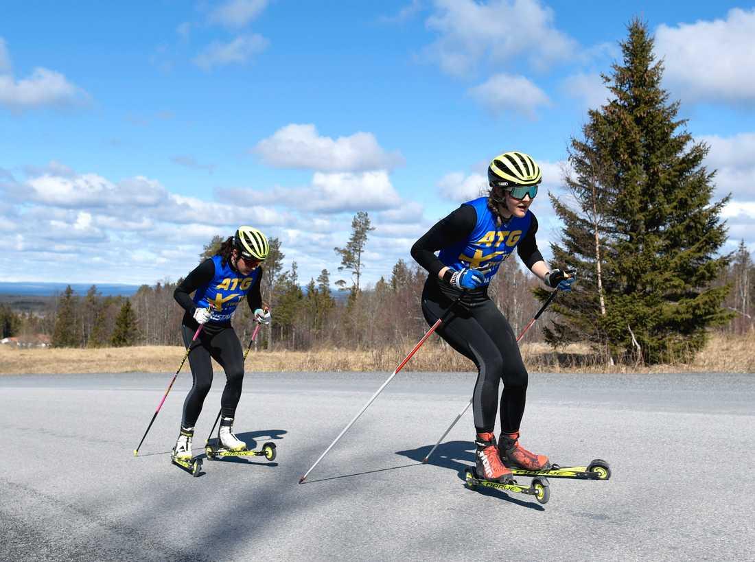 Stina Nilsson tränar nu på rullskidor.