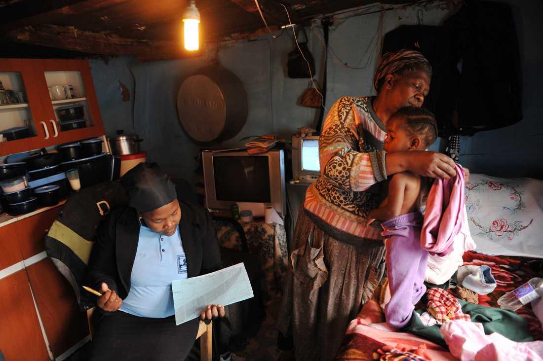 Familjerna bor mycket enkelt, men lyckas oftast hålla det rent och fint innanför väggarna.