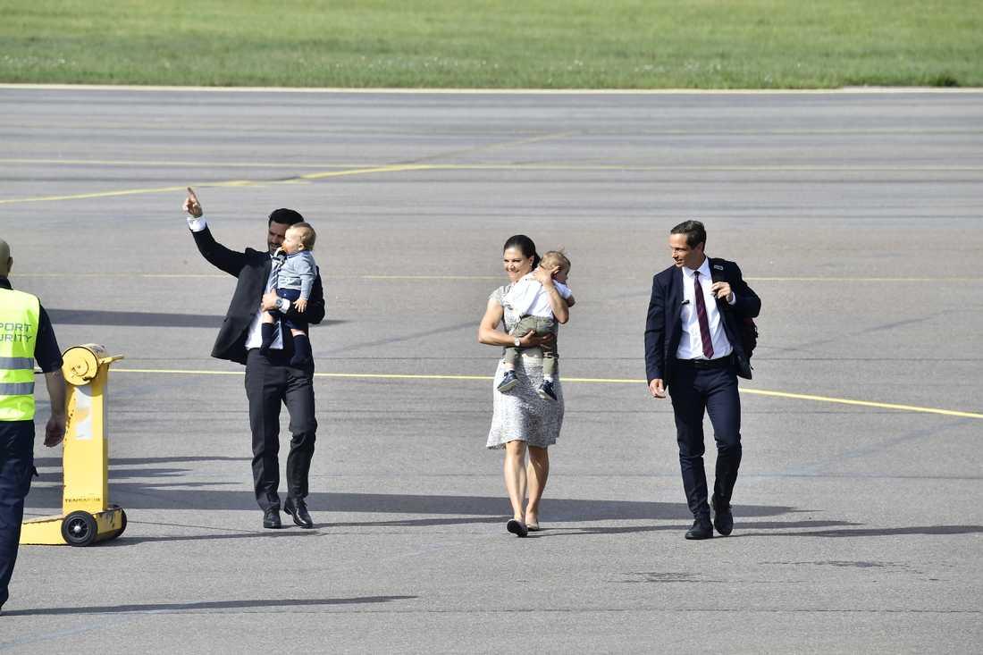 Kronprinsessan Victoria landar i Kalmar för firandet i Borgholm.