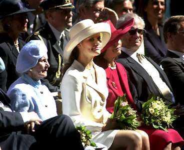 Victoria flankeras av prinsessan Lilian och kungaparet vid Stockholms 750-årsjubileum i år.