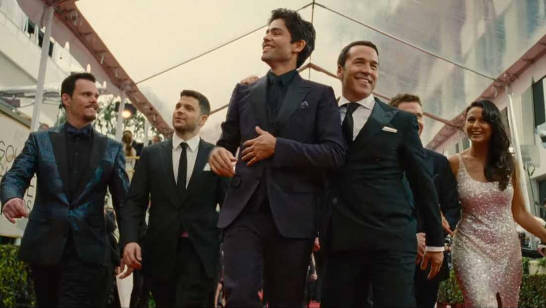 Vincent Chase med Ari Gold och resten av entouraget.