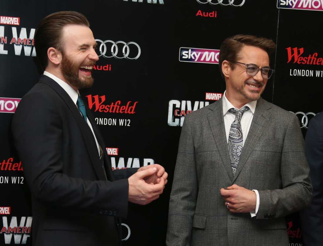 """Chris Evans och Robert Downey Jr vid premiären av """"Captain America: Civil war"""" 2016."""