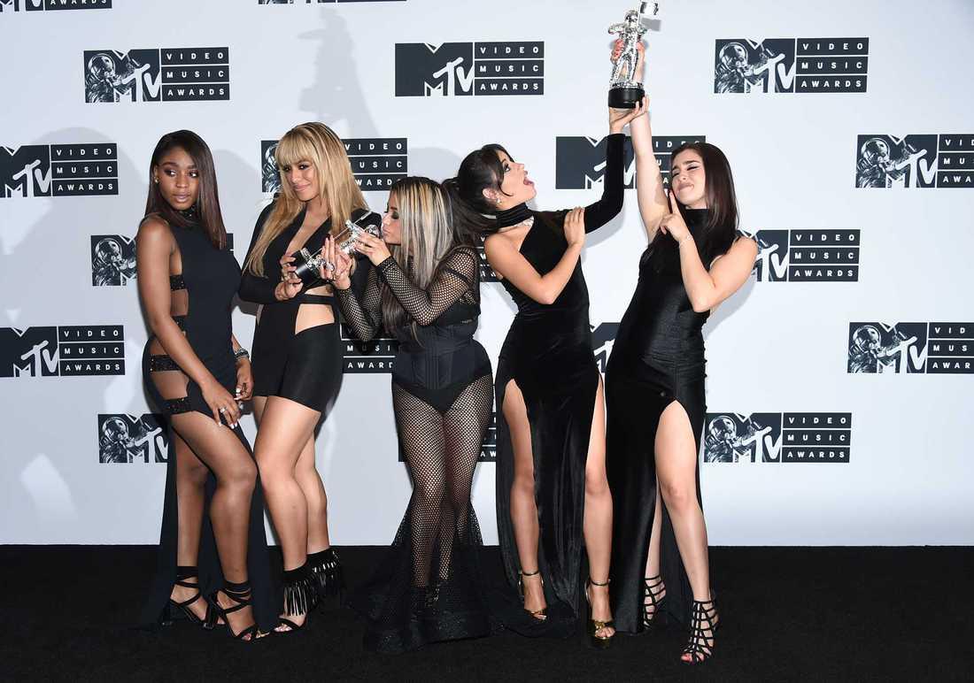 """Fifth Harmony blev dubbelt prisade på MTV Video music awards i New York 2016, får låtarna """"All In My Head"""" och """"Work From Home""""."""