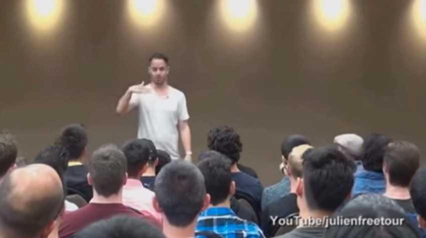 Julien Blanc under en av sina kritiserade föreläsningar om hur män ska attrahera kvinnor.