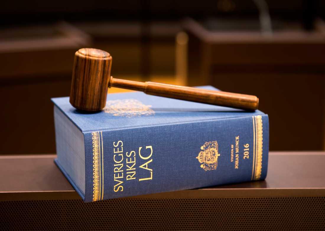 En officer har dömts till dagsböter för sexuellt ofredande av tre kvinnor. Arkivbild.