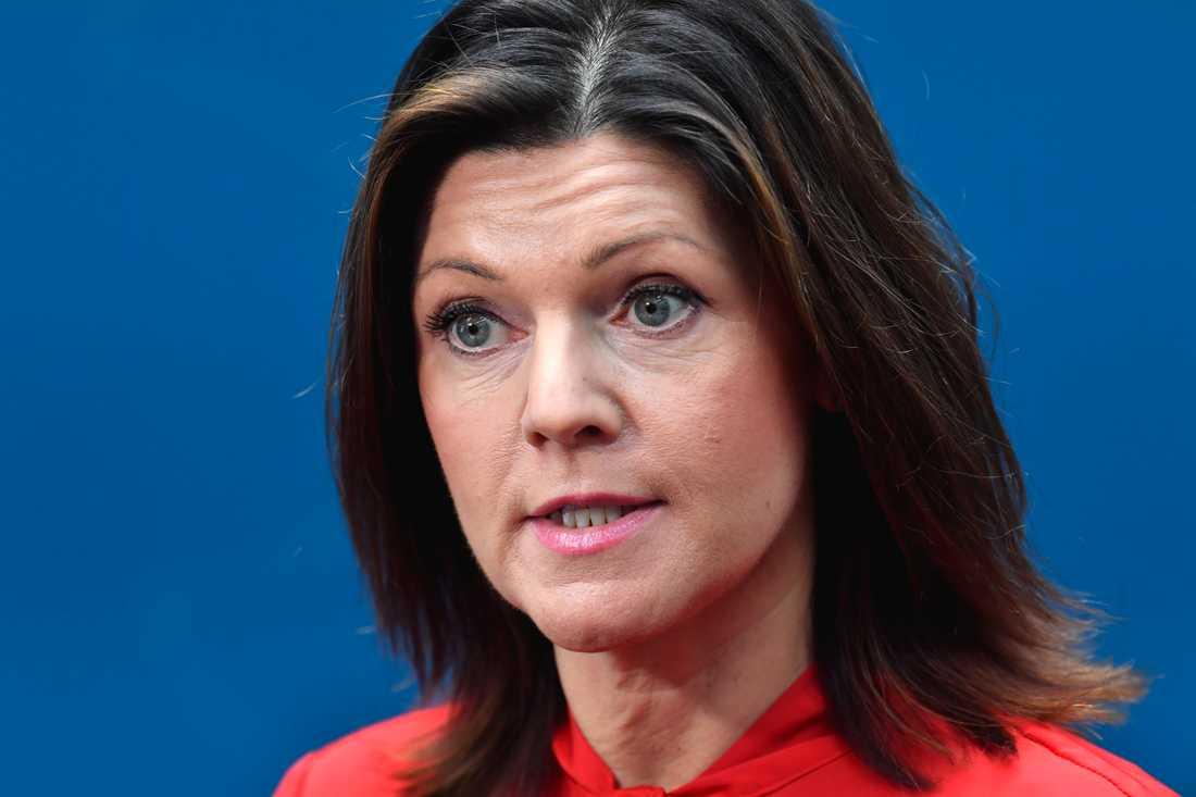 Arbetsmarknadsminister Eva Nordmark (S) på måndagens pressträff.