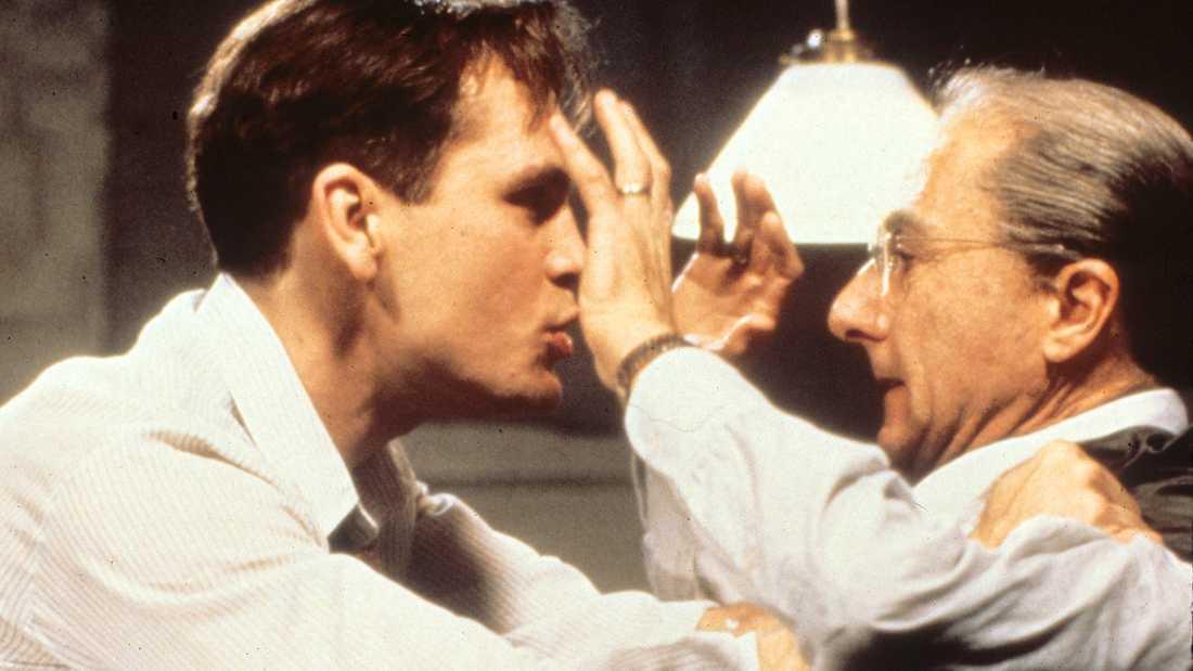 """John Malkovich och Dustin Hoffman i """"En handelsresandes död""""."""