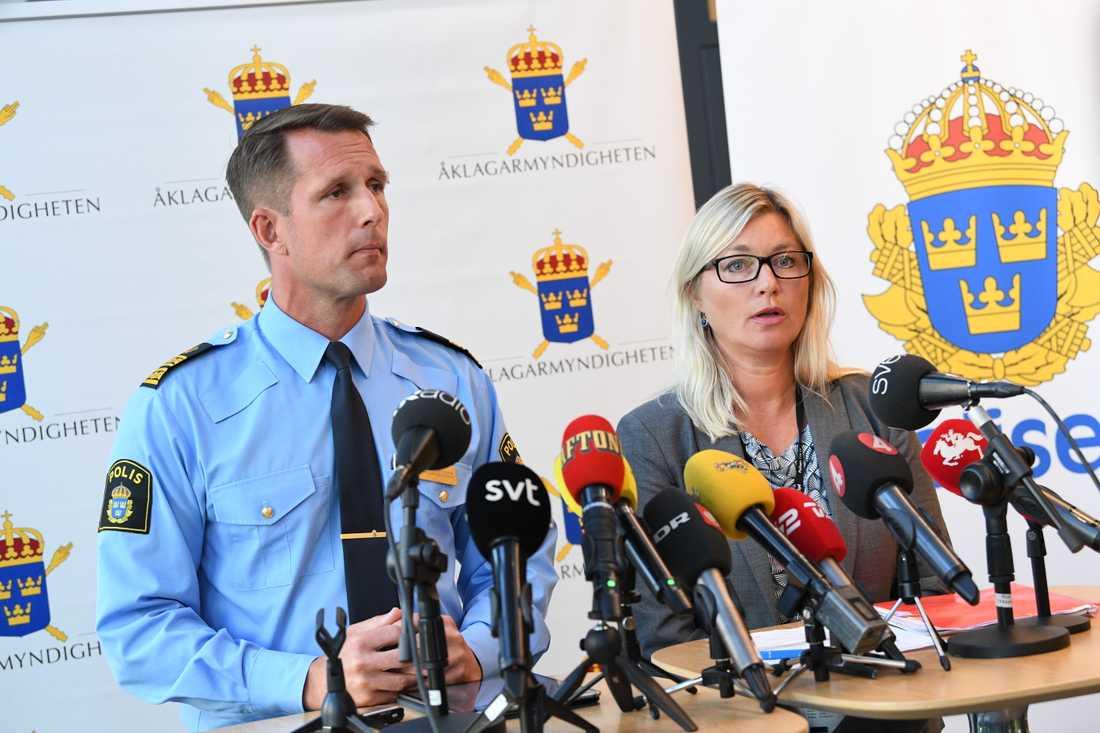 Mattias Sigfridsson, biträdande chef för Malmö polisområde och vice chefsåklagare Anna Palmqvist under pressträff angående dödsskjutningen av en 30-årig kvinna i Malmö.