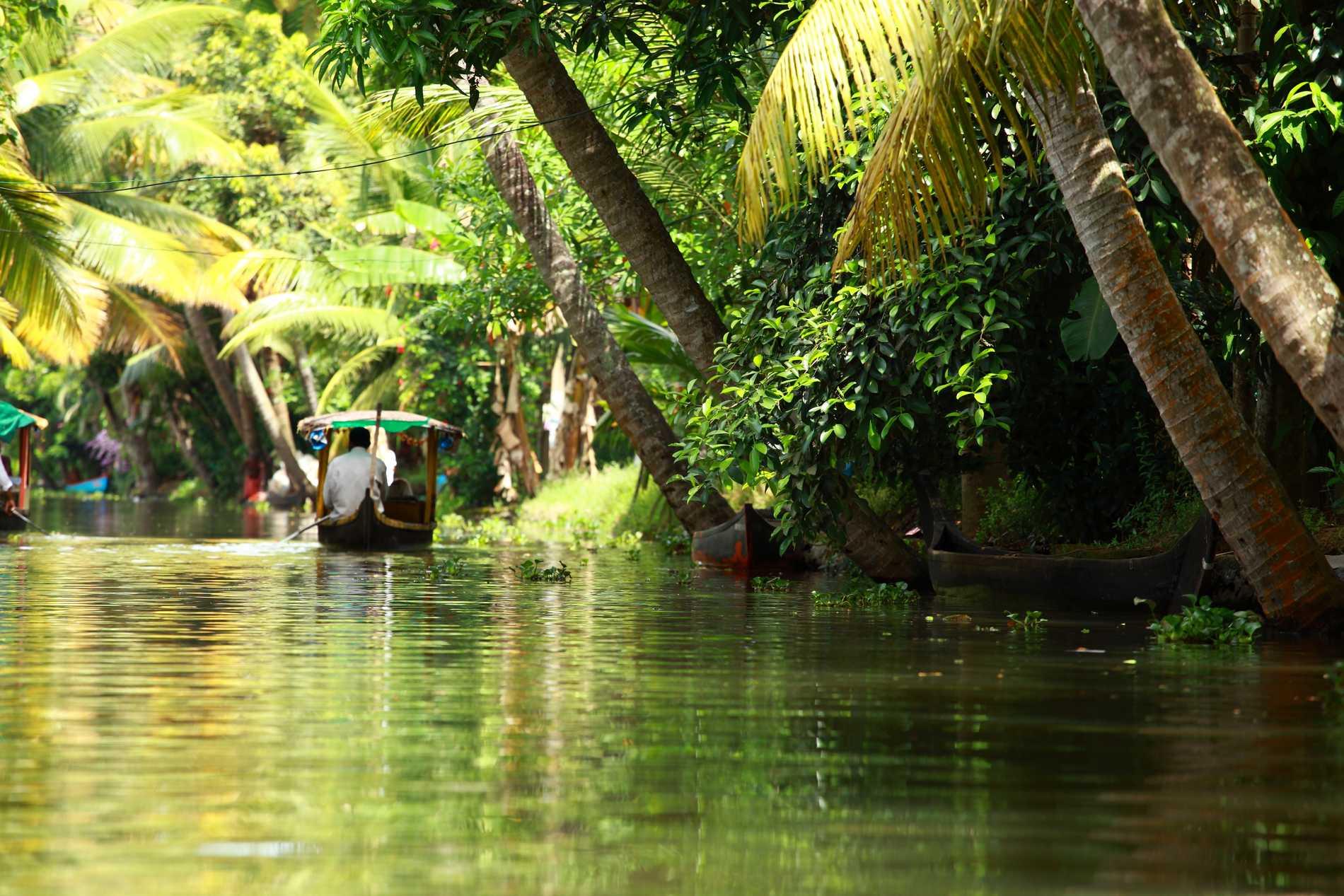 Keralas Backwaters bjuder på vackra båtturer.