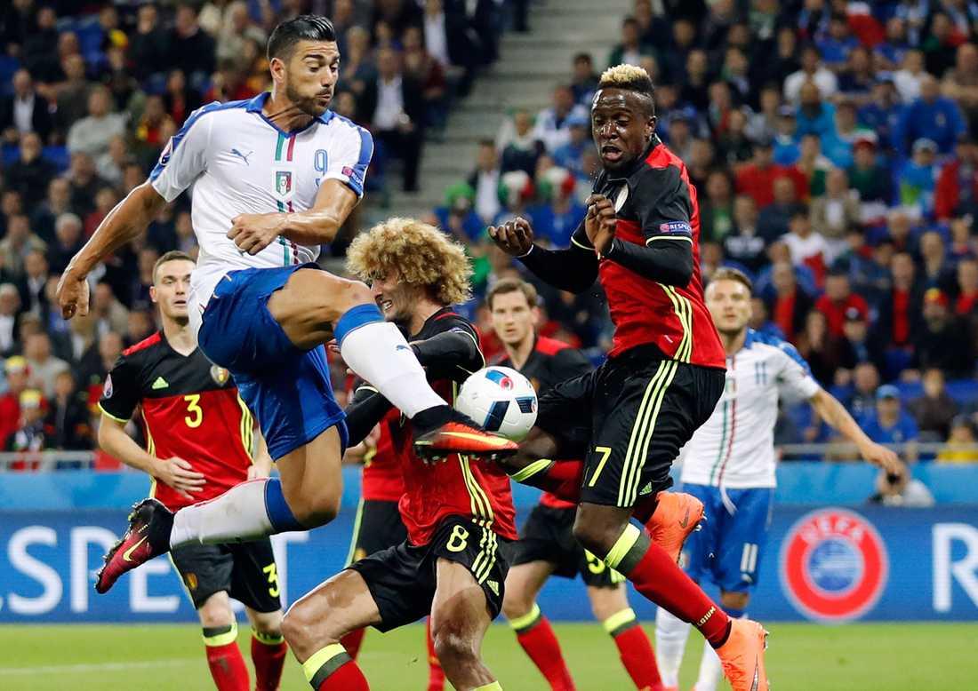 De misstänkta terrorister som gripits ska ha planerat att slå till vid Belgiens match under lördagen.