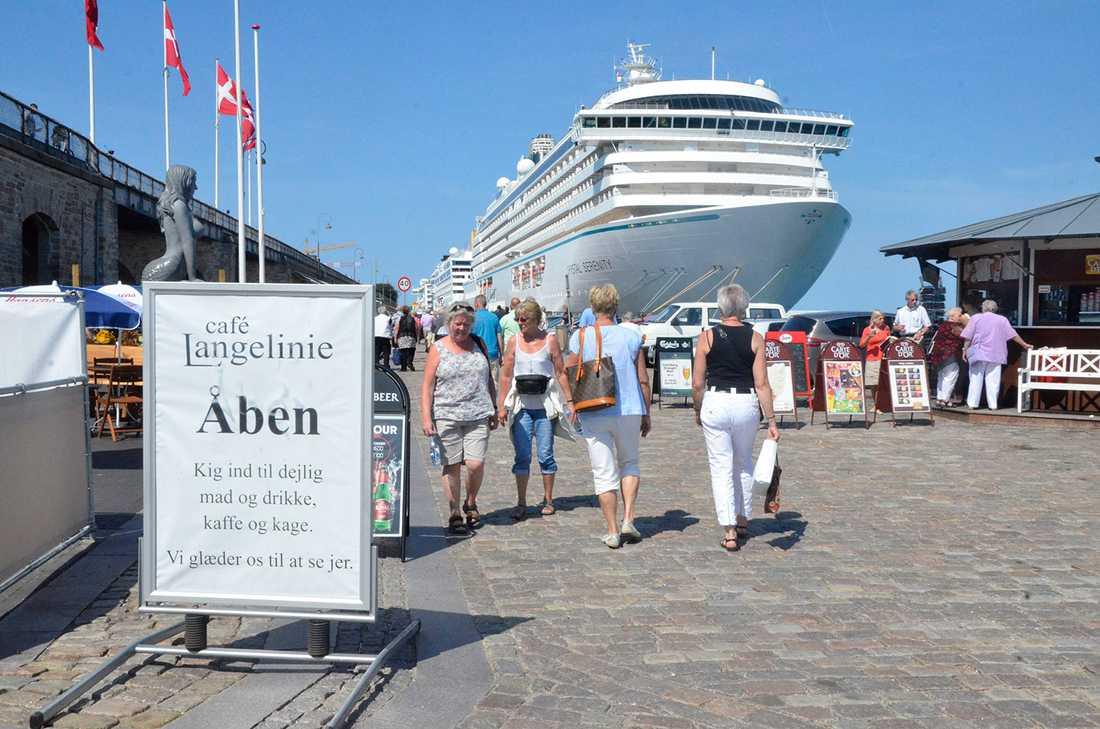 Kryssningshamnen i Köpenhamn inbjuder till promenader längs kajen, som kantas av butiker och uteserveringar.