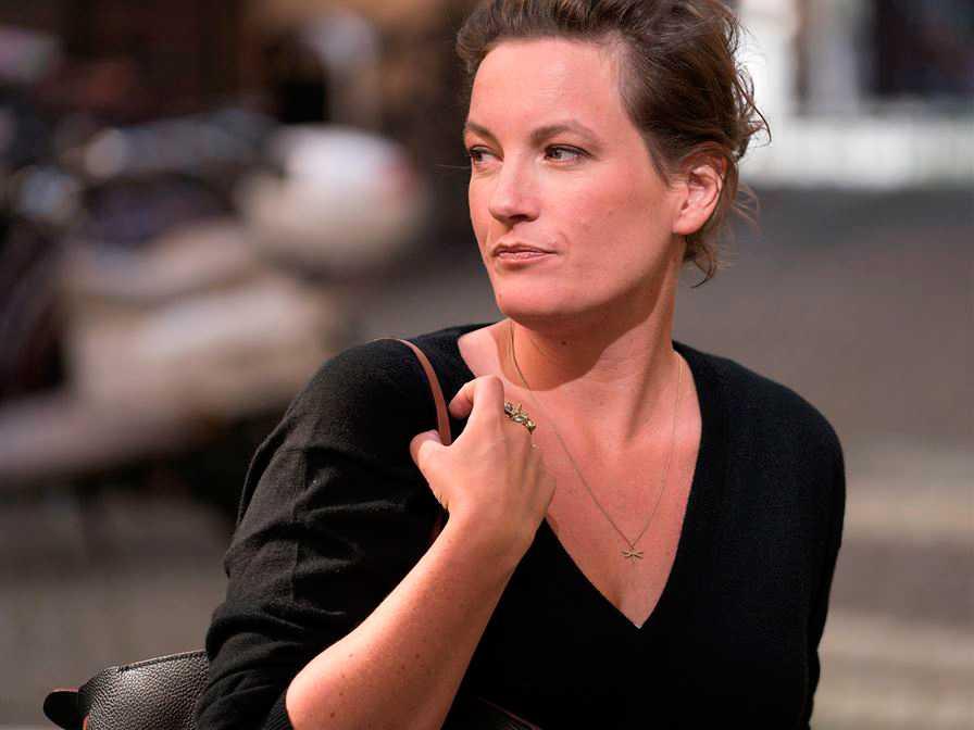 """Agnes Lidbeck (född 1981) debuterar som romanförfattare med """"Finna sig""""."""