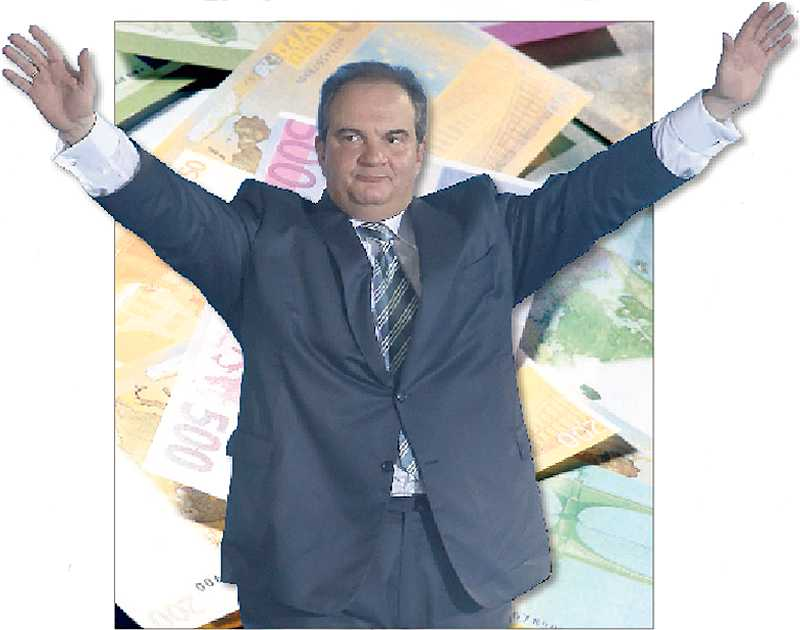 GIGANTISK SPEKULATIONSVÅG Förre premiärministern, högerledaren Kostas Karamanlis, har de senaste veckorna beskyddat dem som ligger bakom störtfloden av euro från grekiska bankkonton.
