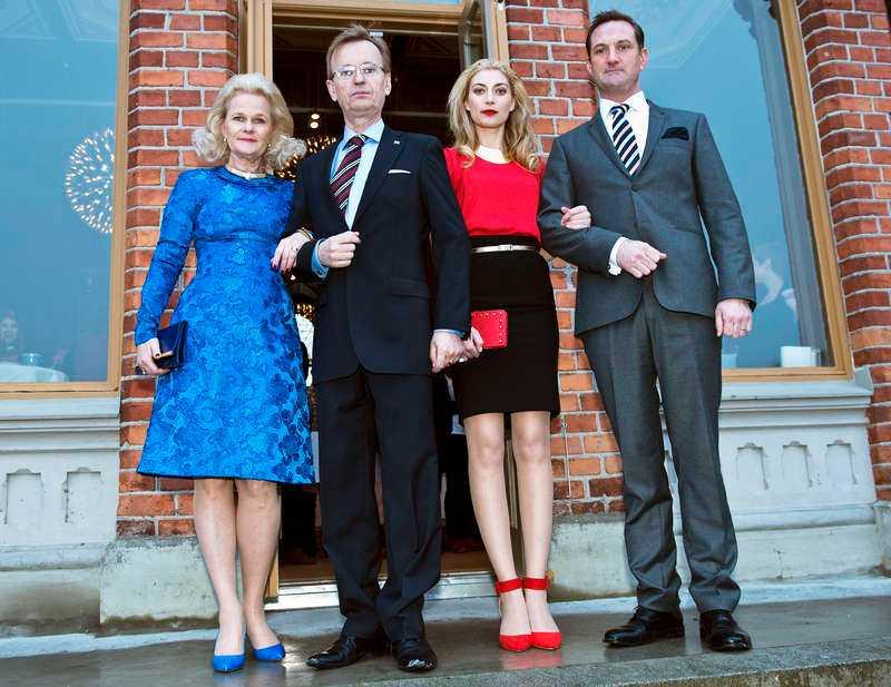 Egentligen är familjen Holstein – Gottorp – som nu är titeln på en komediserie i TV4 med Johan Ulveson, Sissela Kyle, Cecilia Forss och Robin Stegmar – en fursteätt som har gett Sverige fyra kungar och tre drottningar.