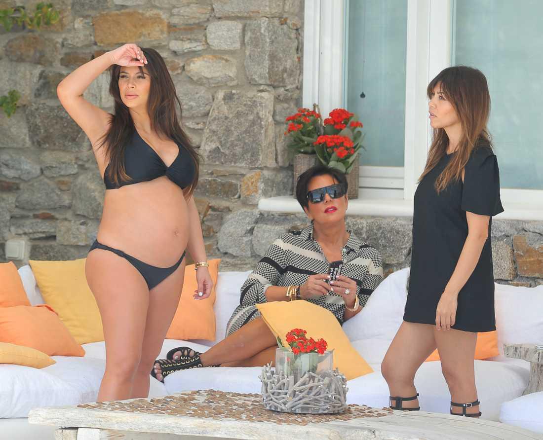 Kim Kardashian med sin mamma Kris Jenner och syster Kourtney