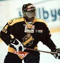 André Mattsson i AIK-dressen 2000. I vinter spelar han i Djurgården.