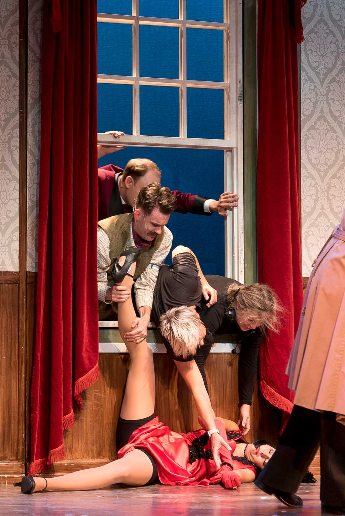"""Ur """"The play that goes wrong""""."""