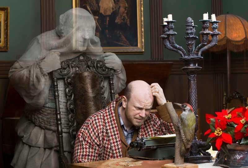 Rikard Ulvshammar får oväntat besök av Pierre Lindstedts spöke.