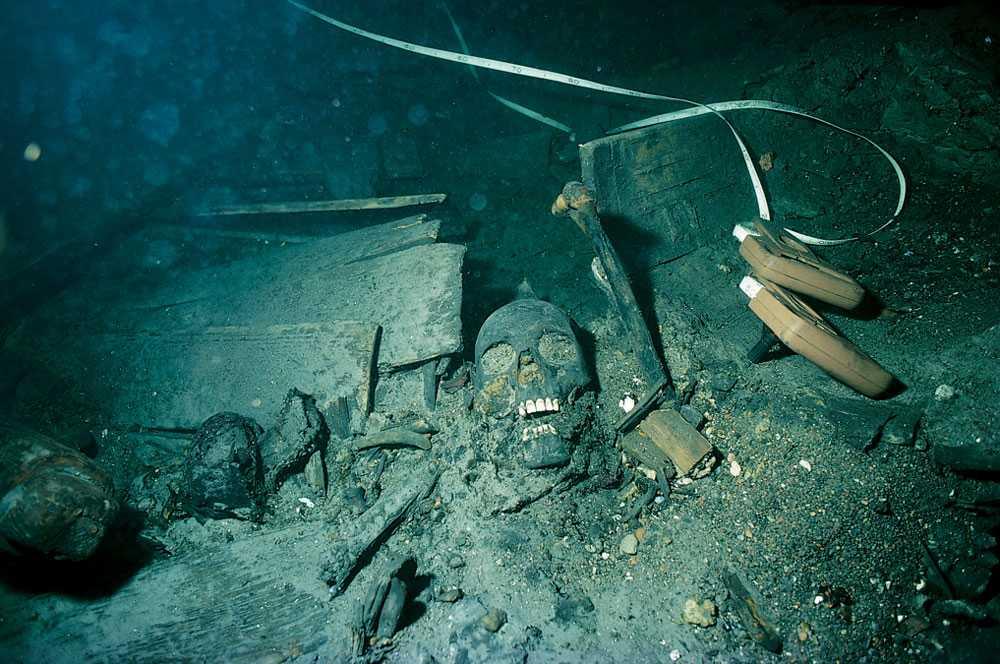 Spännande fynd Regalskeppet Kronan sjönk söder om Öland i juni 1676 efter en explosion ombord. Nu undersöker Kalmar Läns Museum fynd från vraket. De här fynden gjordes 1982.