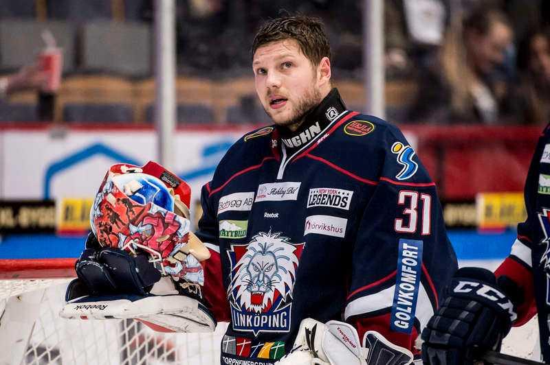 Förnedrande förlust Christian Engstrand petades överraskande. Men efter en katastrofstart för Marcus Högberg fick Engstrand chansen.