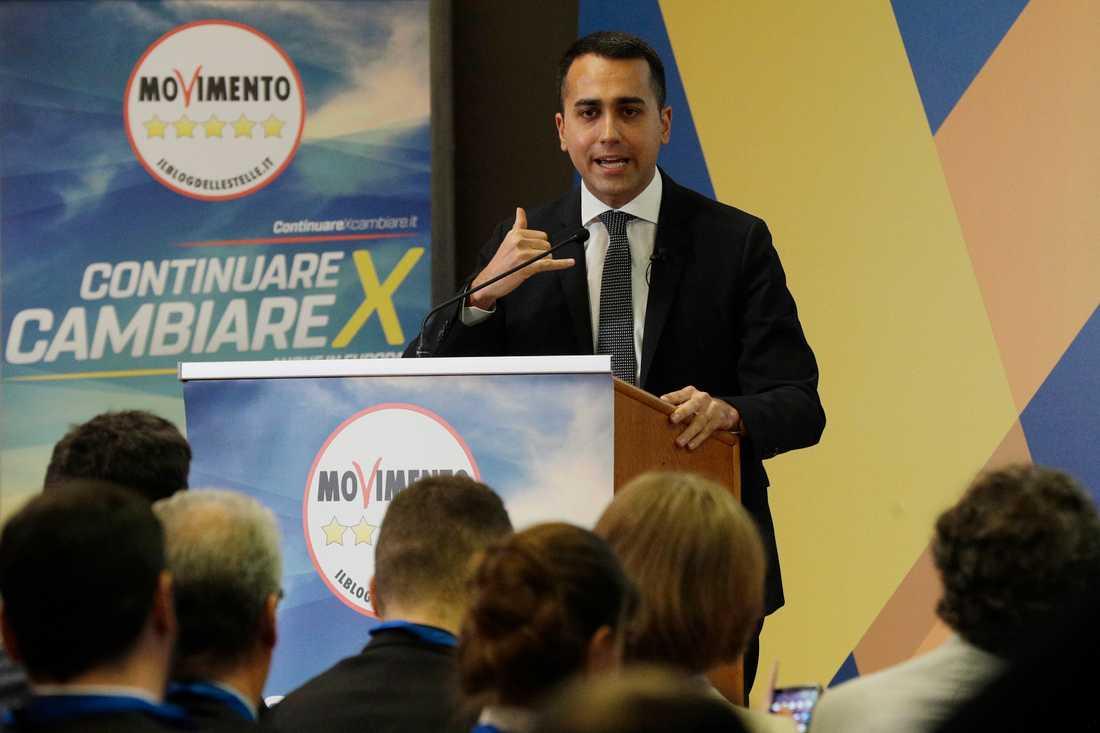 Populistiska Femstjärnerörelsens ledare Luigi Di Maio kampanjar inför EU-valet i Rom i Italien.