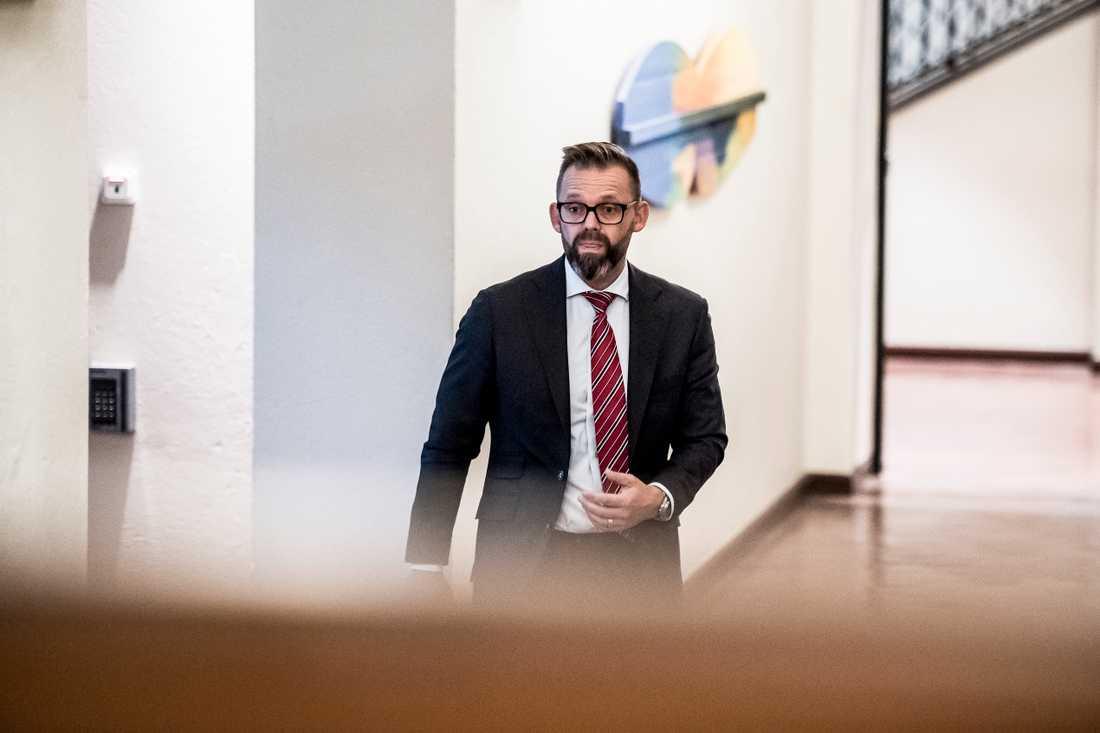 Jean-Claude Arnaults advokat Björn Hurtig.