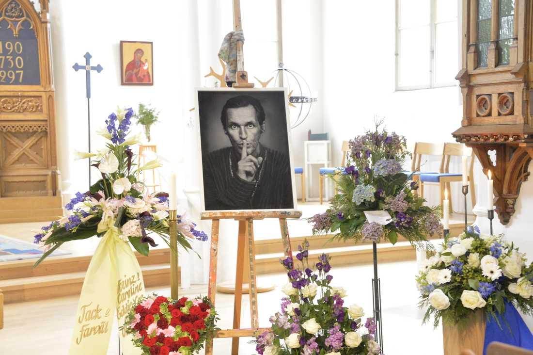 Familj och vänner tar idag farväl av Olle Ljungström.