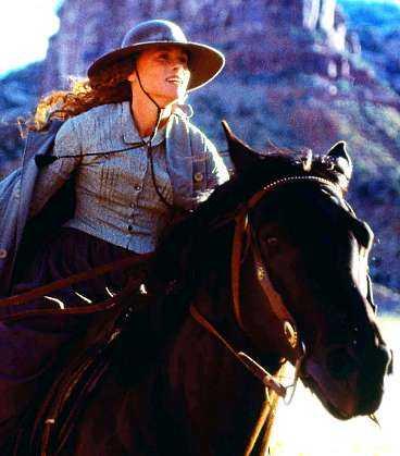 Amy Madigan som tuff, ensam nybyggarkvinna i Vilda Västern.