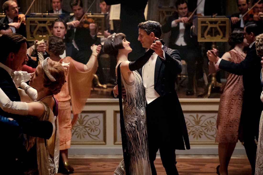 """Michelle Dockery som Mary Crawley och Matthew Goode som Henry Talbot i filmen """"Downton Abbey"""", som får en uppföljare lagom till jul. Pressbild."""