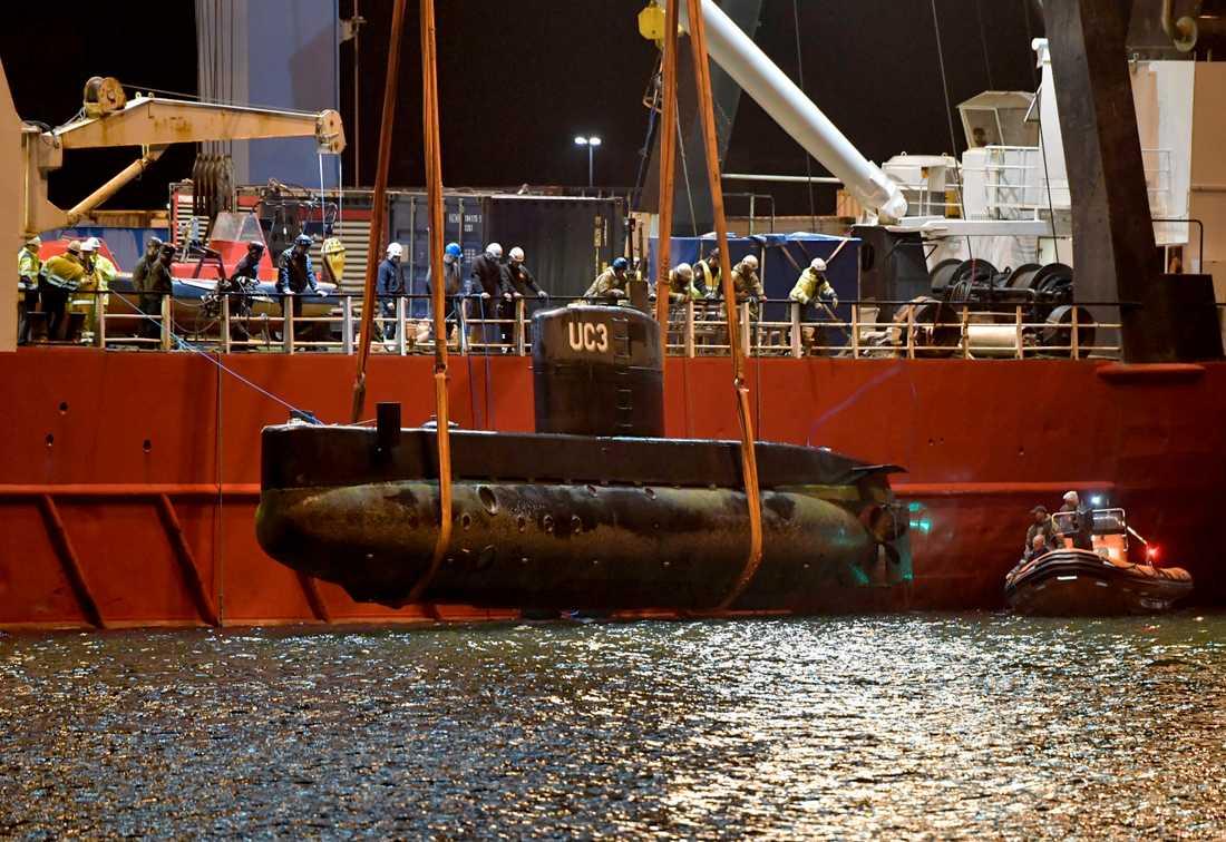 Peter Madsens ubåt Nautilus bärgas i Kögebukten.