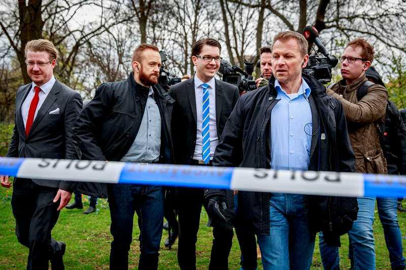 Får uppmärksamhet Jimmie Åkesson under ett besök på Skånes universitetssjukhus i Malmö där han möttes av protester och polisavspärrningar.