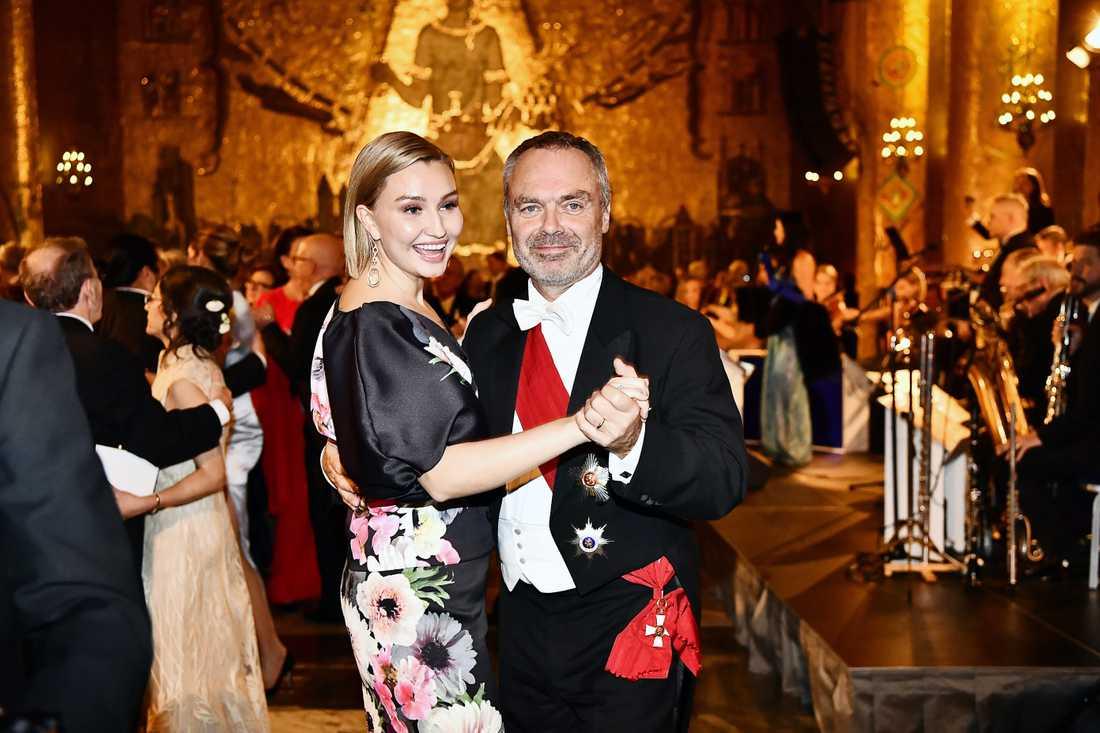 Jan Björklund svänger om med Ebba Busch Thor på Nobelfesten 2018.
