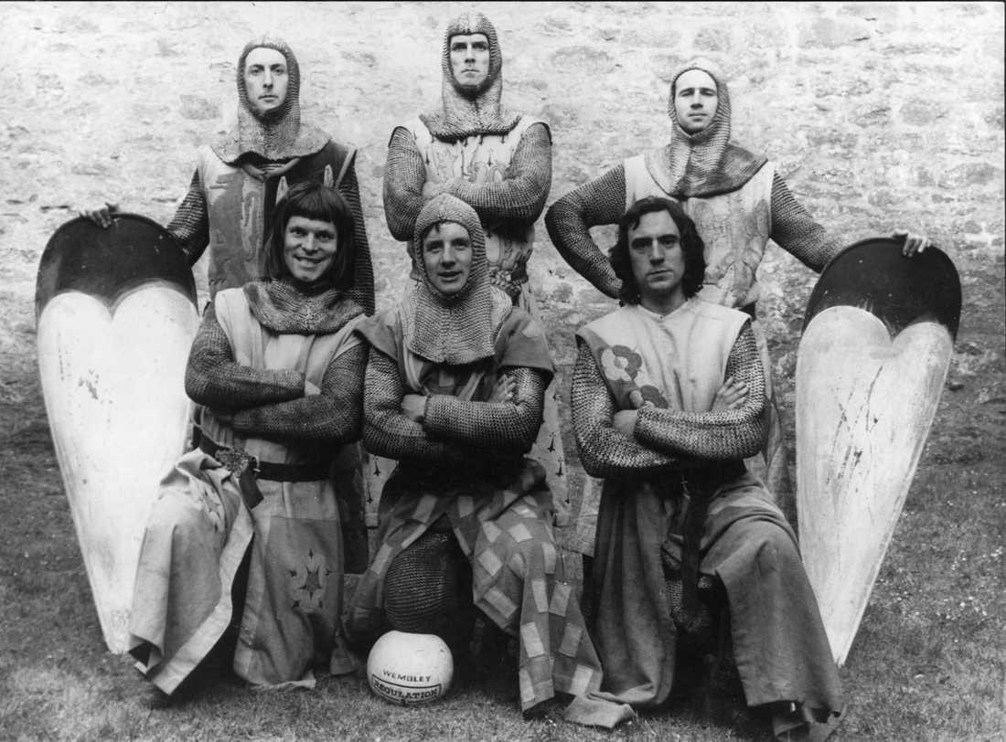 """""""Monty Pythons galna värld"""" Främre raden fr.v. Terry Gilliam, Michael Palin, Terry Jones och bakre fr.v. Eric Idle, John Cleese och Neil Innes."""