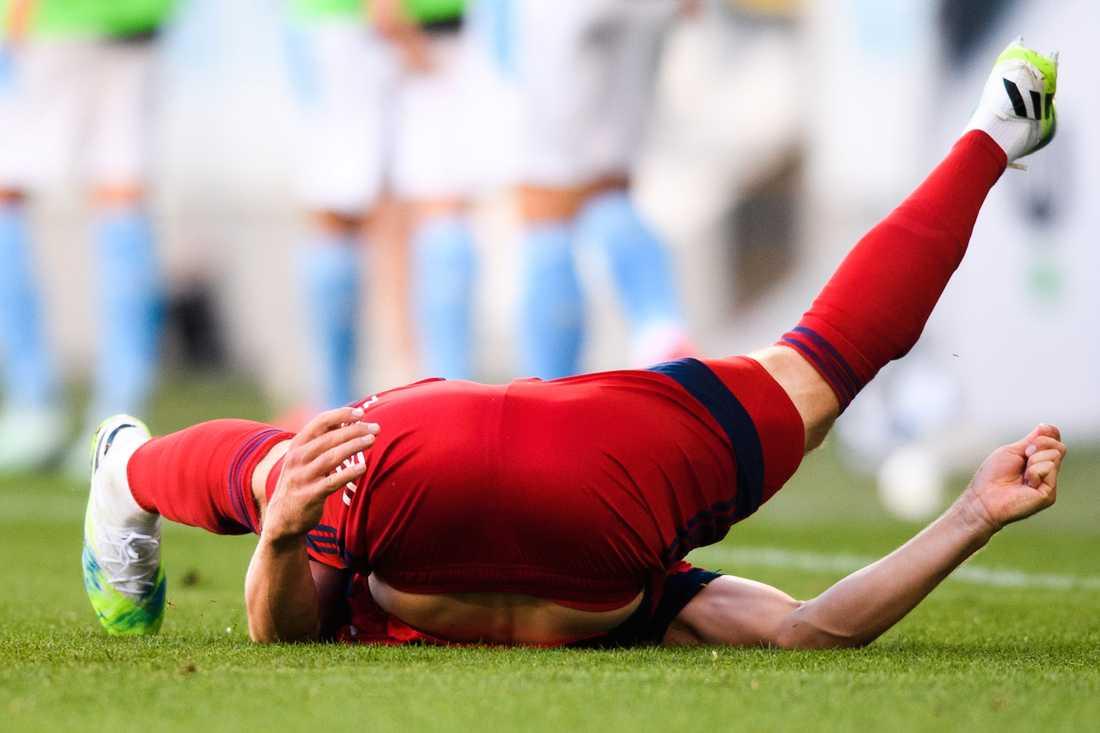 Jakob Une Larsson landade otäckt och tvingades utgå.