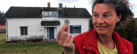 ett äkta budgetförslag Har du en krona i bakfickan kan du just nu köpa Bettina Perssons lillstuga.