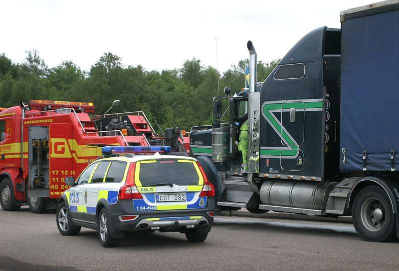 Strax utanför Båstad hittades den 53-årige mannen död i lastbilen.