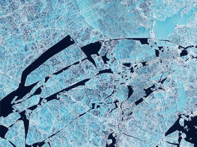 La calotta glaciale Sannikovsundet nell'Oceano Artico.