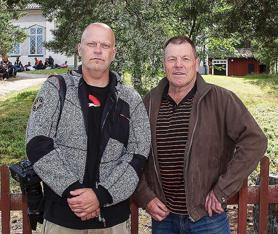 Aftonbladets fotograf Joachim Sjöström och reporter Tord Westlund på plats i Svabensverk.