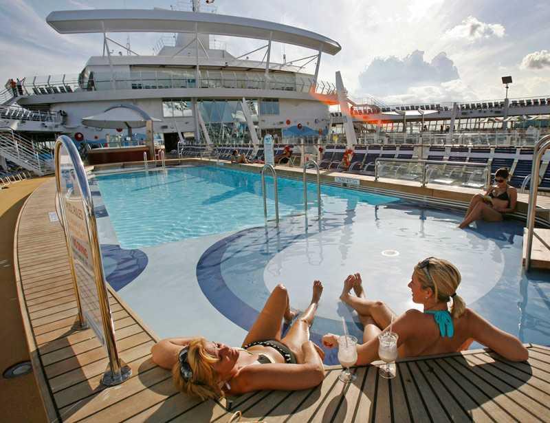 Skönt häng vid poolen med en fruktshake inom räckhåll. vad mer kan man begära av tillvaron? Soldäcket på Oasis of the seas har ett tiotal pooler att välja bland. Bubbelpooler, strandpool, barnpooler - ja, en för varje smak.