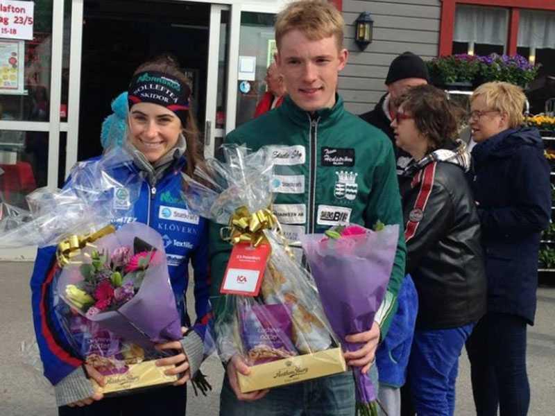 Sebastian Samuelsson gick i samma klass som Ebba Andersson på gymnasiet. Här uppvaktas de två.