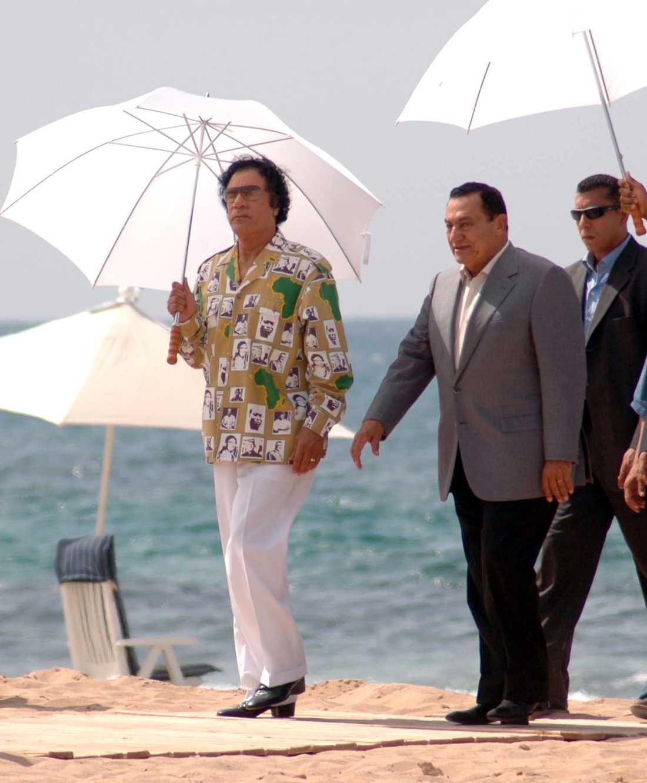Muammar Gaddafi och Egyptens president Hosni Mubarak i Sirte, Libyen, 2005.