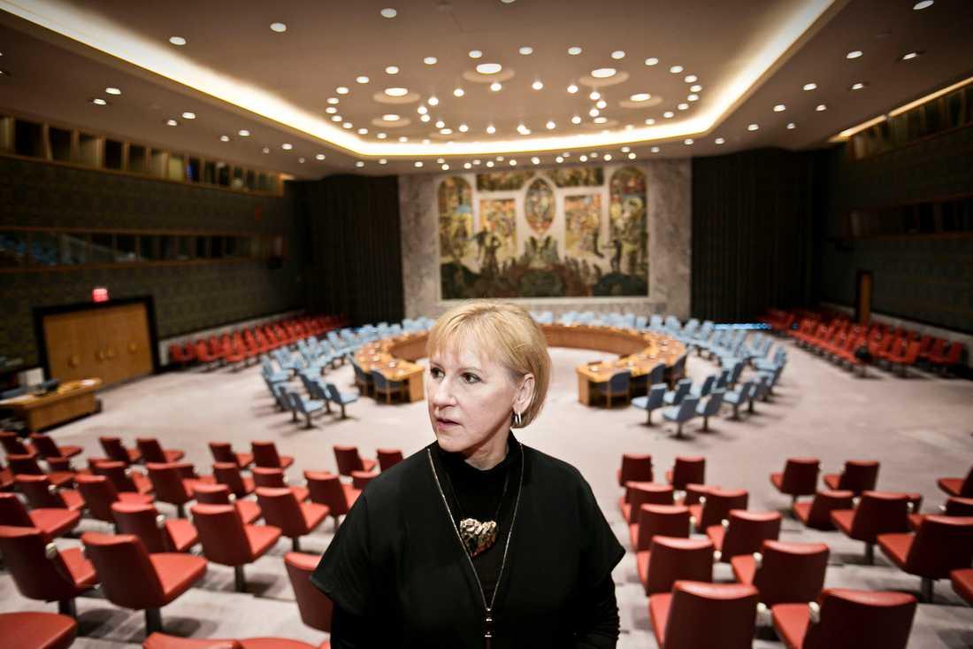 Margot Wallström inspekterar säkerhetsrådets lokaler i FN.