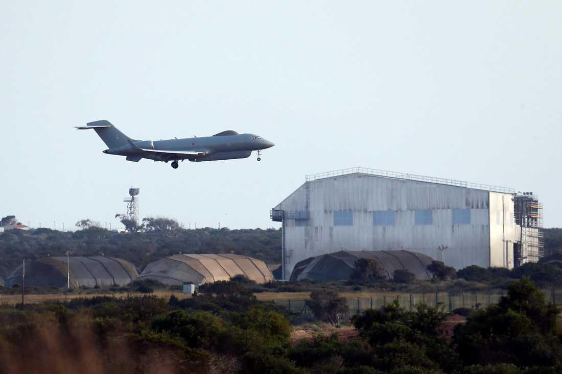 Brittiskt flyg lämnar flygbas på Cypern.