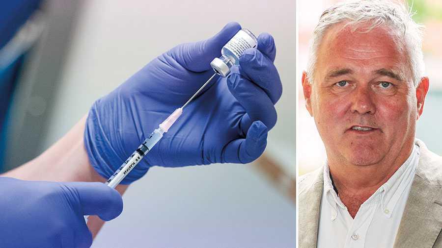 Det är mycket oroväckande att vi har en regering som närmast verkar handlingsförlamad av krisen. Det är dags att regeringen tar på sig ledartröjan när det gäller vaccinationerna, skriver Anders W Jonsson.