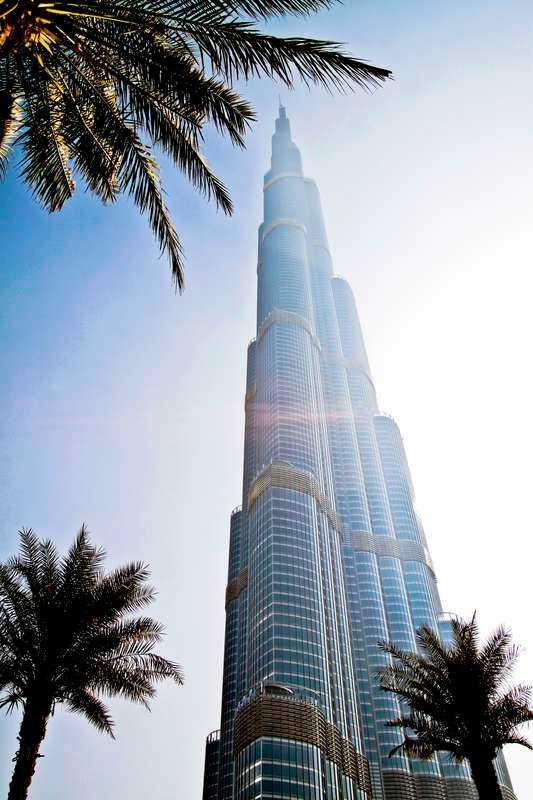 Världens högsta byggnad - Burj Khalifa - ligger i Dubai.