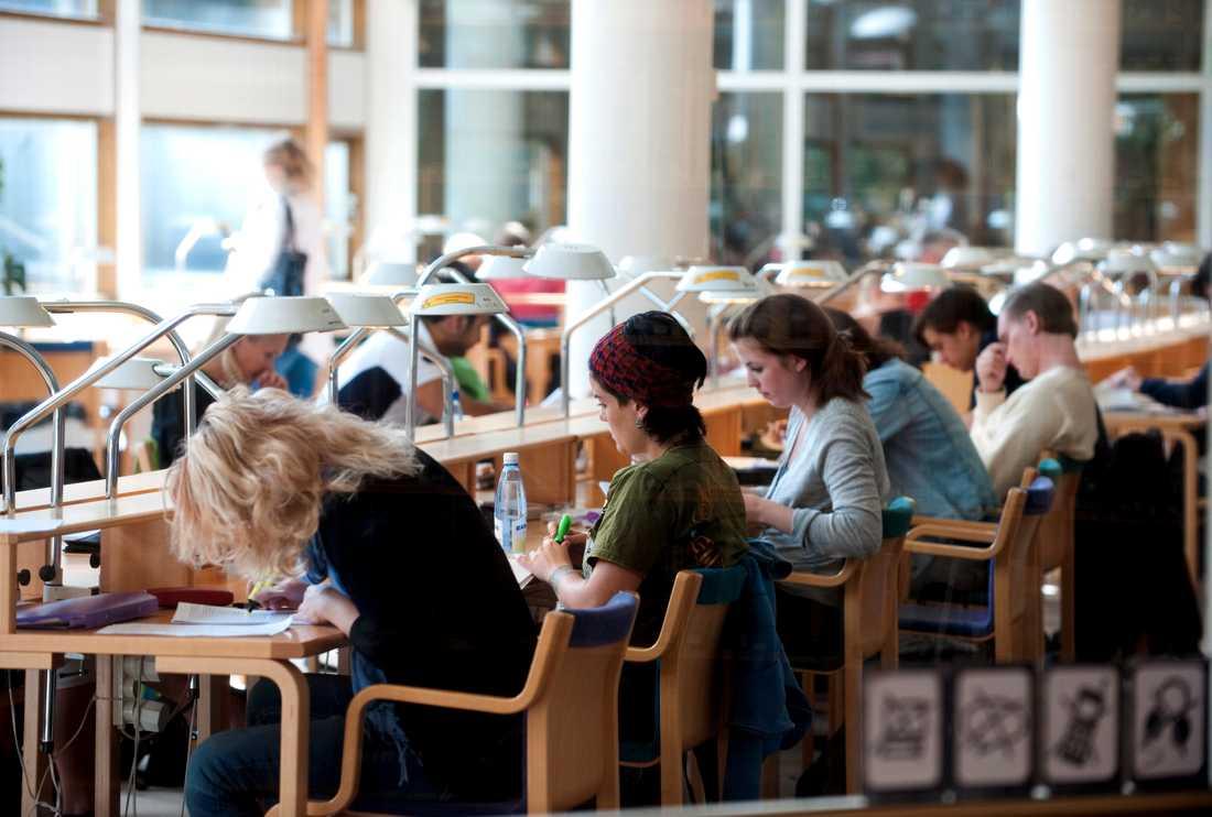 Svenska studenter är sämre på social distansering än studenter i andra länder, enligt preliminära resultat från en ny studie. Men den personliga hygienen skattar svenskstudenterna högt på. Arkivbild.